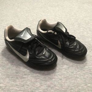 *EUC* Nike Youth Soccer Cleats